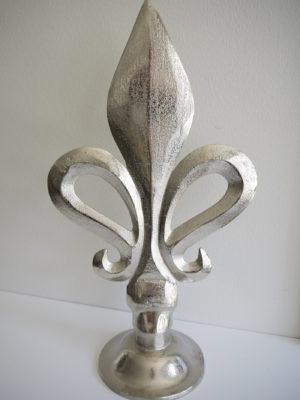 Fransk lilja silver prydnad. Besök Blickfång.se