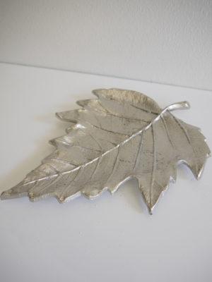 Löv fat i silver. Besök Blickfång.se