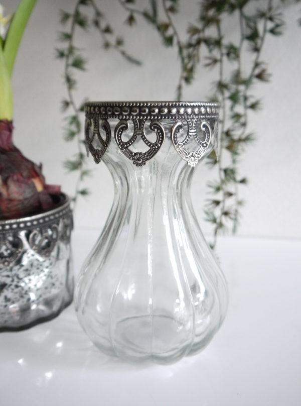 Hyacintvas-i-glas-med-spetskant