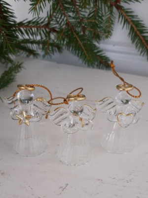 Små glasänglar i ask. Besök Blickfång.se