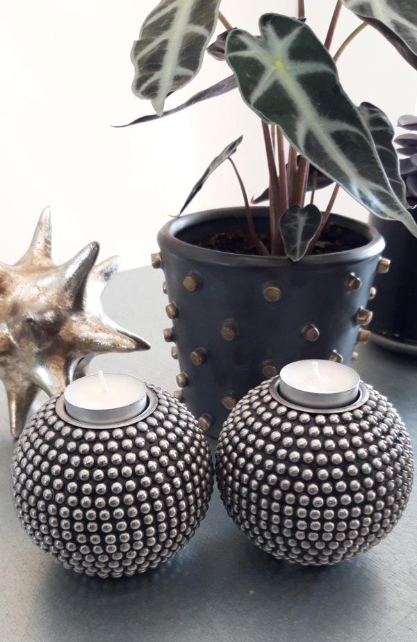 ljuslykta-med-nitar-i-silver