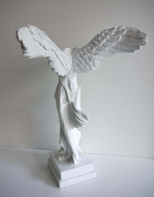 vit-angel-staty-med-vingar-2