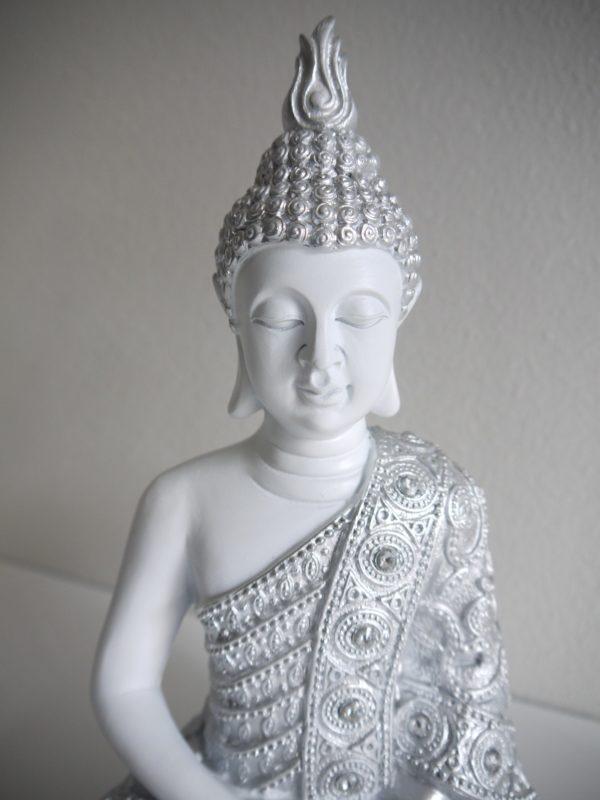 Buddha-i-vitt-och-silver-1