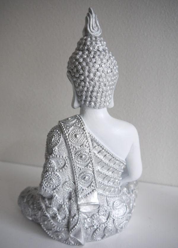 Buddha-i-vitt-och-silver-2