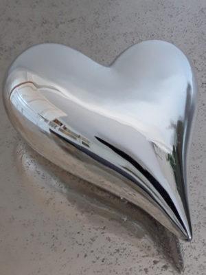 Hjärta i silver som dekoration. Besök blickfång.se