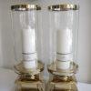 Stor ljuslykta i guld med glascylinder. Besök Blickfång.se