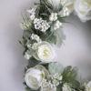 konstgjord-krans-med-vita-blommor-1
