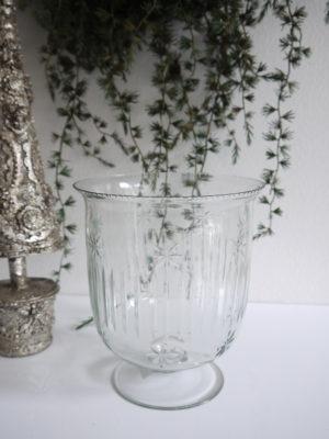 Glasvas på fot. Besök Blickfång.se