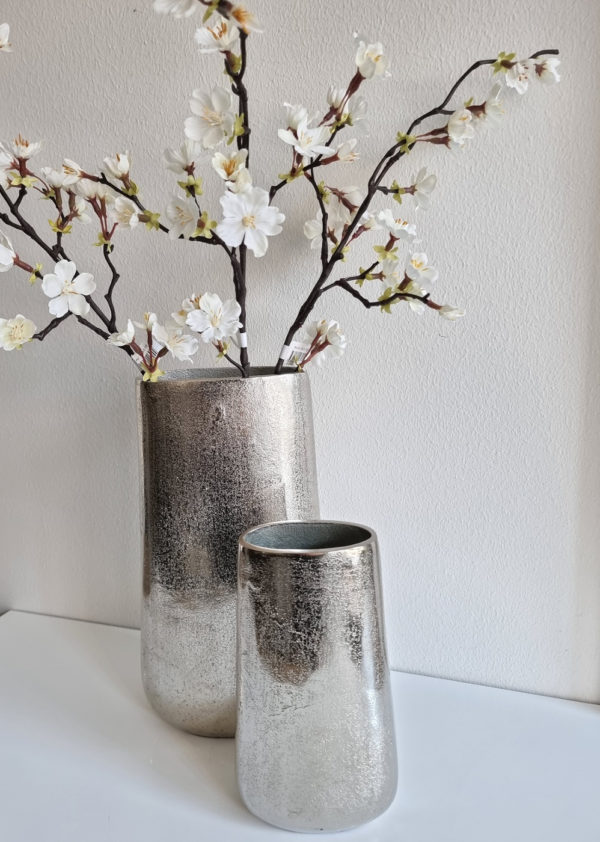 Oval-vas-i-silver-metall