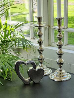 Dubbelt hjärta i silver för dekoration. Besök Blickfang.se