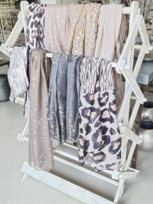 Handduksställning shabby chic. Besök Blickfång.se