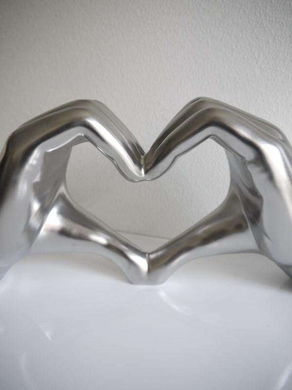 Hjartformade-hander-matt-silver-1