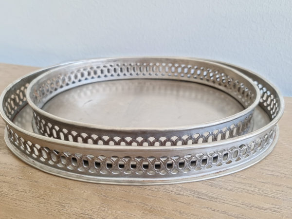 Oval-ljusbricka-i-metall-1