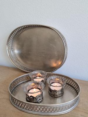Oval ljusbricka i metall. Besök Blickfång.se