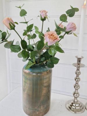 Rosa konstgjord ros. Besök Blickfång.se