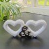 Små vita hjärtan för dekoration. Besök Blickfang.se