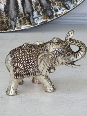 Dekorationsdjur liten elefant i silver. Besök Blickfang.se