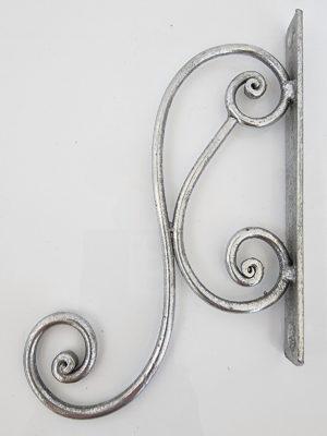 Väggkrok i antik silver. Besök Blickfång.se