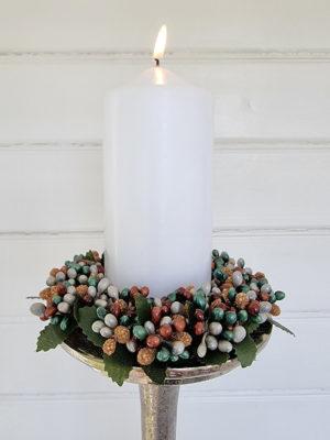 Ljusmanschett till blockljus med bär. Besök Blickfång.se