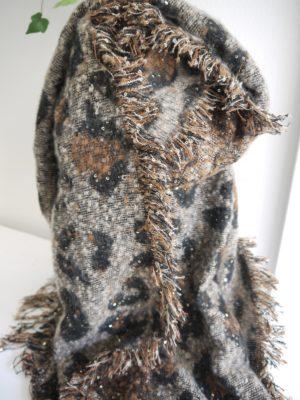 Mjuk scarf leopardprint med paljetter. Besök Blickfång.se