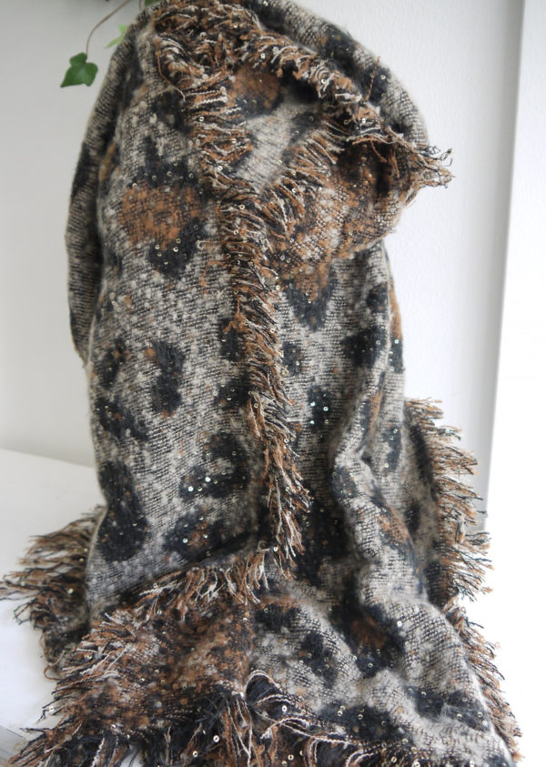 Mjuk-scarf-leopardprint-med-paljetter