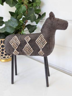 Dekoration häst figur. Besök Blickfång.se