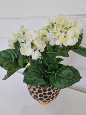 Konstgjord liten vit hortensia. Besök Blickfång.se
