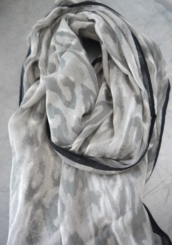 scarf-camouflage-grå-vit-1