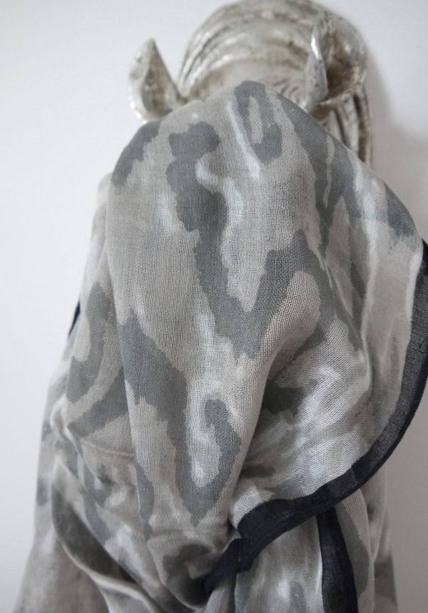 scarf-camouflage-grå-vit
