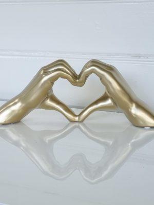 Hjärtformade händer i guld. Besök Blickfång.se