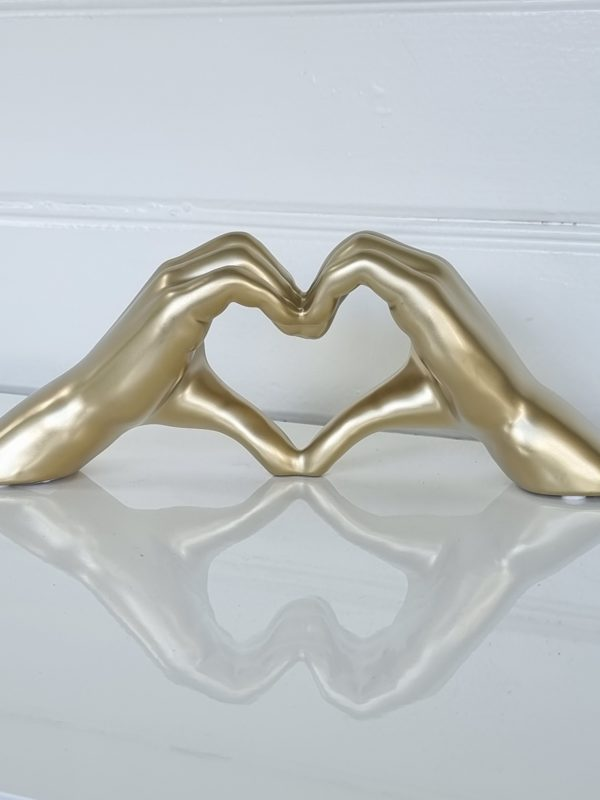 Hjartformade-hander-i-guld