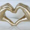 hjartformade-hander-i-guld-1