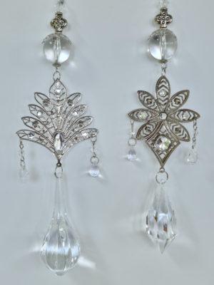 Prisma med silver dekoration. Besök blickfång.se