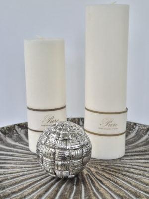 Rund kula i silver för dekoration. Besök Blickfång.se