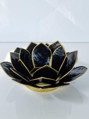 Svart lotuslykta med guldkant. Besök blickfång.se