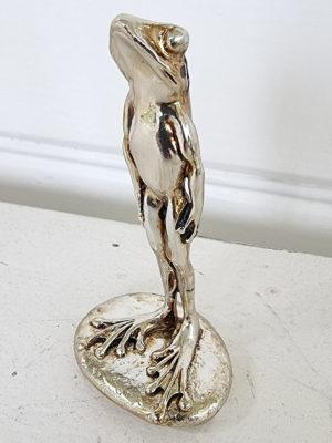 Groda i silver dekorationsdjur. Besök blickfång.se