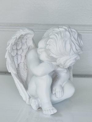 Vit ängel prydnadsfigur. Besök Blickfång.se